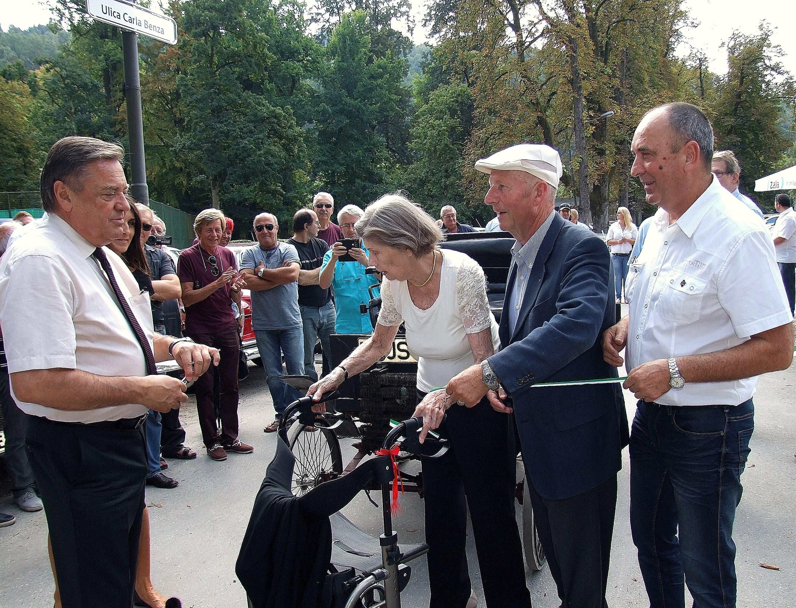 Trak so prerezali (od leve) župan MOL, Z. Jankovič, baronica Libvia Barbo von W Reden, M. Brumat in D. Pavlič