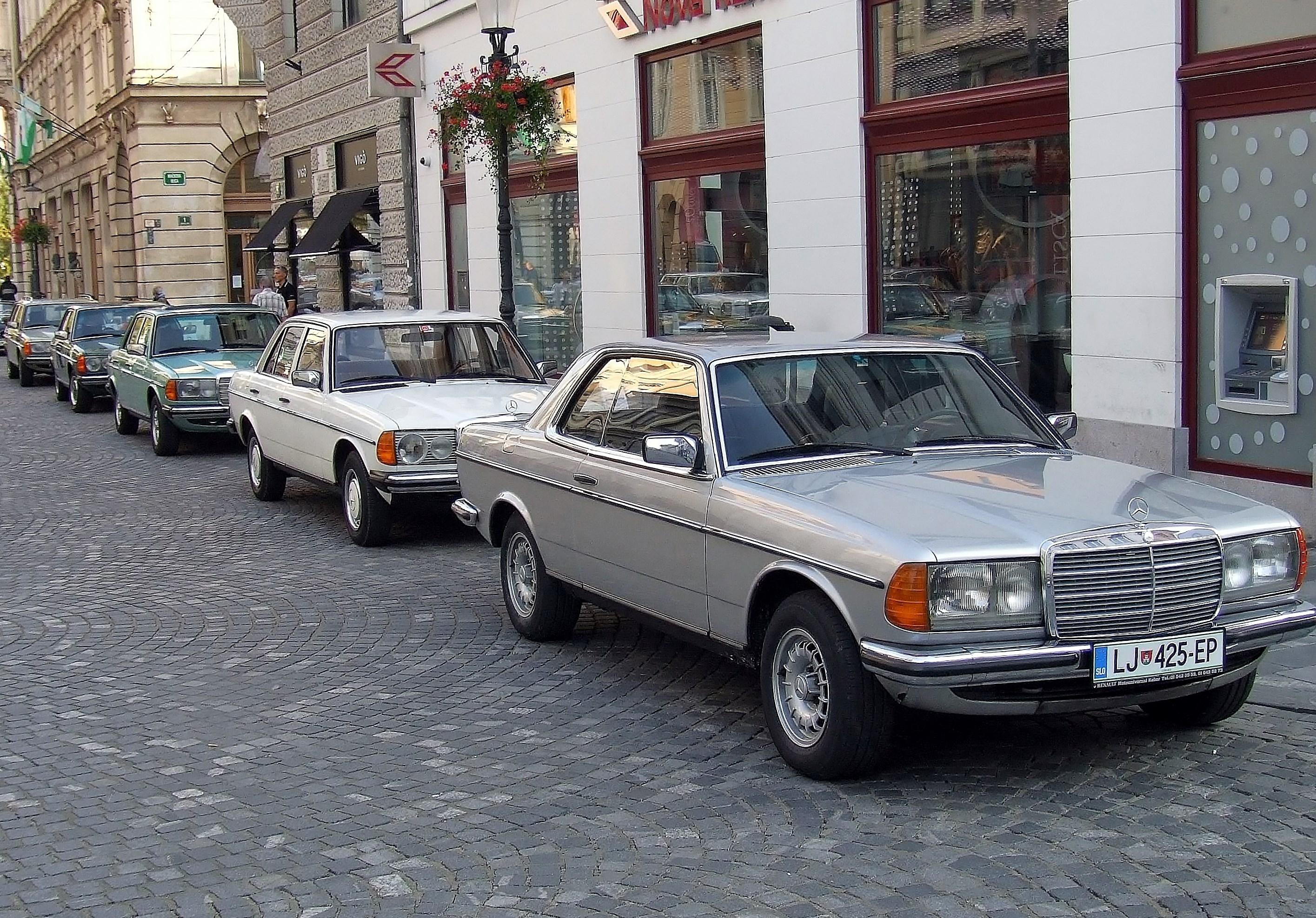 V modelni liniji 123 so bili na voljo, limuzina, kupe in karavan