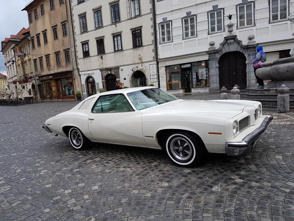 Ludvik Špan je za svojega 6-sedežnega Pontiaca, letnik 1973, dobil nagrado za najbolje urejeni motorni prostor.